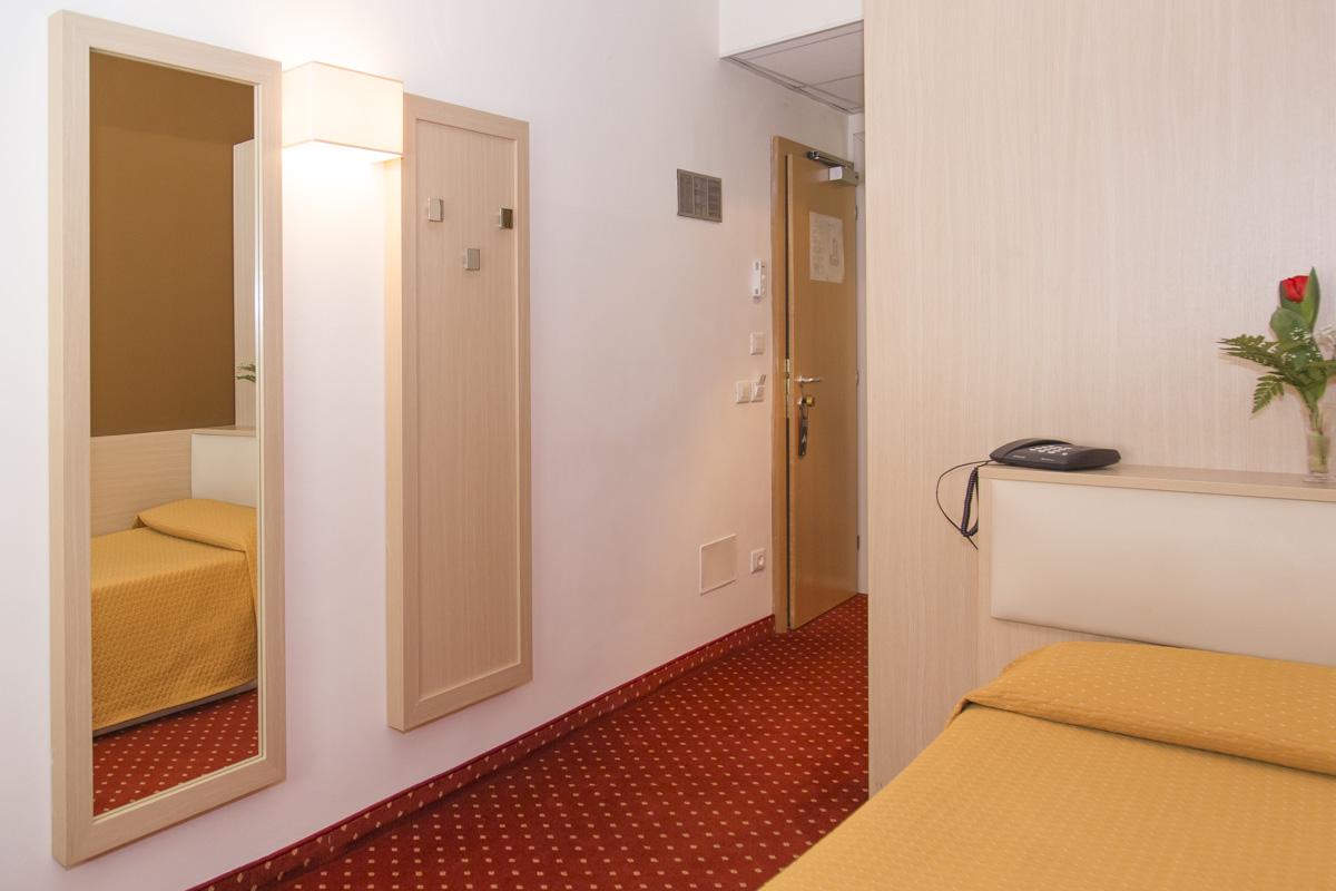 Camera singola hotel regina bolzano - Mq minimi bagno ...